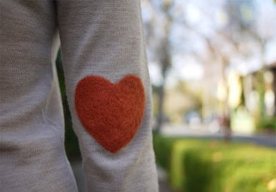 to wear one's heart on one's sleeve