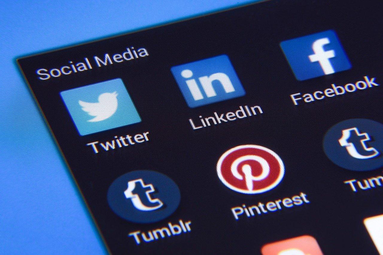 You are currently viewing Facebook и Twitter: Директор по информационным технологиям открыт для социальных сетей (перевод с английского)