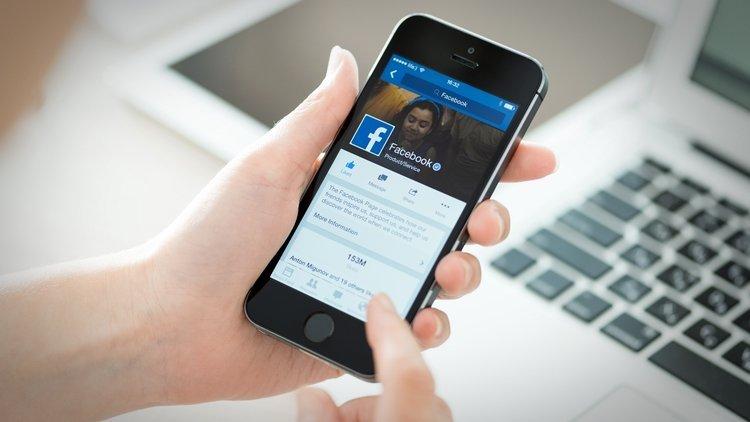 You are currently viewing Facebook экспериментирует с новыми способами переводов