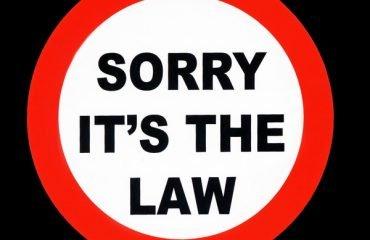 «Запрещено снимать ноги с педалей велосипеда» и еще 24 закона, которые сохранят вам деньги и свободу