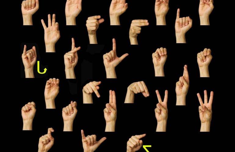 Говорите на языке жестов, пожалуйста!